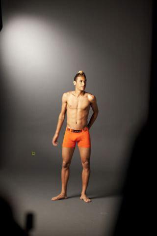 Várias Fotos do Jogador Neymar só de Cueca