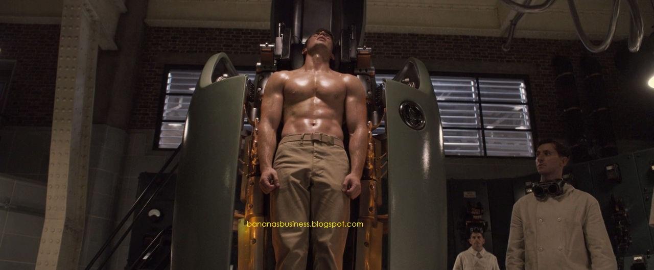 Chris Evans deliciosamente sem camisa e bem malhado !
